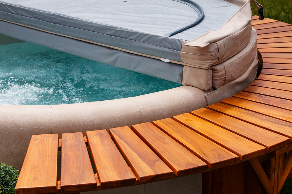 hot-tub-with-cover